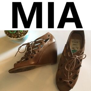 MIA Quincy Lace Up Wedges 9